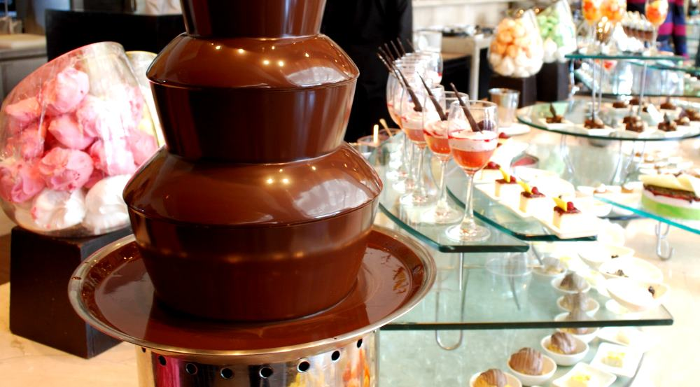 chocolatefountain-modern-table