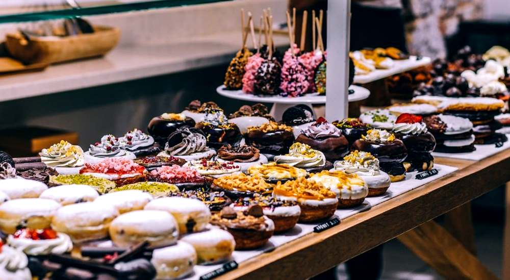 dessert-party-table-muffin-donats